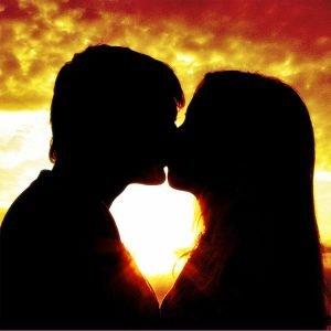 La mononucleosi si può trasmettere attraverso un bacio