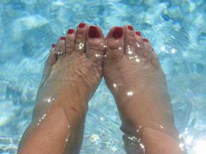 piedi gonfi rimedi