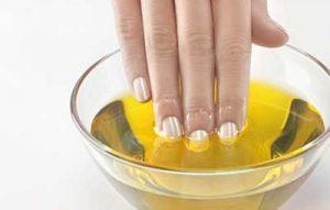 olio di ricino unghie